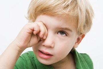 6 razones para no frotarse los ojos