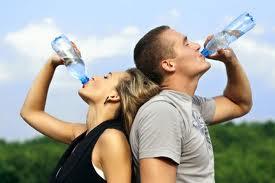 Confirman mito: Beber agua adelgaza